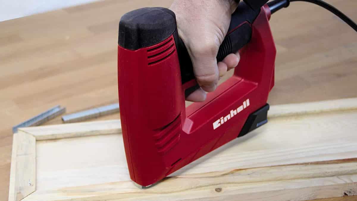 Grapadora eléctrica Einhell TC-EN 20 barata, herramientas baratas, chollo